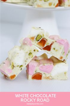 A deliciously simple 4 ingredient White Chocolate Rocky Road recipe made with marshmallows, turkish delight and pistachios. Christmas Food Gifts, Christmas Desserts, Christmas Baking, Easy Desserts, Homemade Christmas, Christmas Recipes, White Chocolate Rocky Road, Chocolate Slice, Gluten Free Chocolate