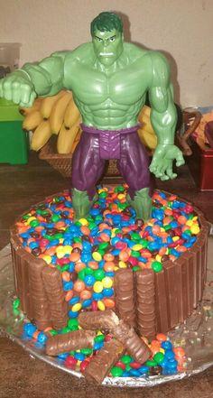 Hulk cake Hulk Birthday Cakes, Hulk Birthday Parties, Batman Birthday, Superhero Birthday Party, 4th Birthday, Super Hero Food, Dolly Varden Cake, Hulk Cakes, Hulk Party
