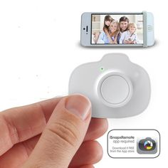 With The iSnapX you can take selfies and group pictures with your iPhone, iPod Touch and iPad from up to 10 feet away!