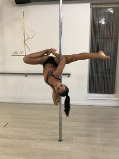 Pole Fitness Moves, Pole Dance Moves, Pole Dancing Fitness, Dance Poses, Barre Fitness, Fitness Exercises, All Body Workout, Barre Workout, Aerial Hoop