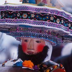 masken schweiz - Google zoeken A Tribe Called Quest, Festival Costumes, Festivals Around The World, Bergen, Captain Hat, Folk, Culture, Traditional, Hats