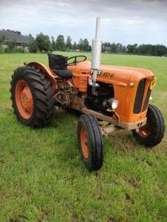 Mooie oldtimer tractor fiat 312r. Goed lopende tractor verkeerd in goede staat. Achterop nieuwe radiaal banden en recentelijk nog startmotor vervangen. Verlichting e.d. Is allemaal werkend. Een echte