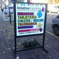 Por el tráfico y lo difícil que resulta estacionar, pactemos un #CódigoLimatino: si el cartel está en la vereda, estamos. Si no está, no estamos.