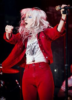 For everything Paramore check out Iomoio Paramore Band, Hayley Paramore, Paramore Hayley Williams, Hayley Williams Style, Good Dye Young, Hayley Wiliams, Youtubers, Taylor York, Pretty People