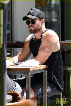 Chris Hemsworth Goes Shirtless, Bares Ripped Body in Australia
