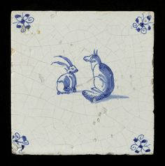 Tegel: Vos en konijn of haas tegenover elkaar zittend (Tile: Fox and rabbit or hare sitting opposite each other)