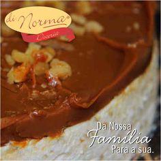 Pavê de Nozes: Creme de baunilha com pedaços de nozes, intercalado com biscoito de maisena, doce de leite argentino e nozes picadas. #love #DiNorma #siga #curta e #compartilhe
