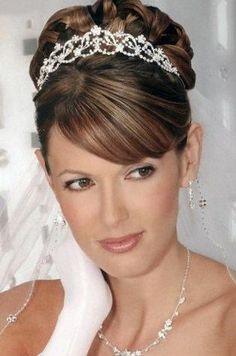 Coiffure mariage pour visage rond - http://lookvisage.ru/coiffure-mariage-pour-visage-rond/ #Cheveux #Beauté #tendances #conseils