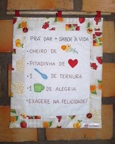 Panô em patchwork com quadrinha popupar bordada à mão. Decora sua cozinha ou um cantinho especial da sua casa! R$ 35,00 Sewing Projects, Projects To Try, Prayer Flags, Mini Quilts, Love Crochet, Drinking Tea, Easter Bunny, Diy And Crafts, Patches