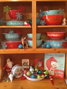 🌟Tante S!fr@ loves this📌🌟Christmas Pyrex love Cabin Christmas, Christmas Past, Country Christmas, All Things Christmas, Winter Christmas, Christmas Crafts, Christmas Decorations, Holiday Decor, Holiday Fun