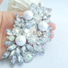 Description:  1.This is a high-quality, Bridal flower Brooch Pin! This brooch is made of alloy which is done in silver tone plated with Pearl