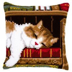 """Kussen borduren """"Slapende kat op boekenrek""""  borduurpakket - Vervaco"""