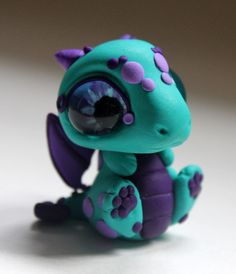 Großes Eyed Baby Dragon Figure von BittyBiteyOnes auf Etsy