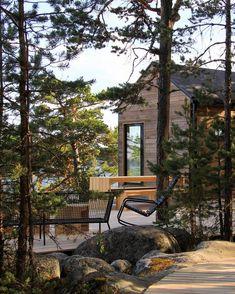 Sunhouse modern prefab homes – Finnish archipelago. Sunhouse Source by sirpsillman Modern Prefab Homes, Prefabricated Houses, Modern Saunas, Outdoor Sauna, Summer Cabins, Weekend House, Nordic Home, Beach House Decor, House In The Woods