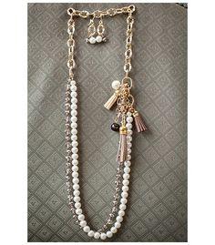 1486df21508e Collar en finas cuentas de vidrio esmaltadas color perla