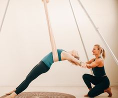 RYT 200 AIReal Yoga teacher training. Learn to teach Hatha floor based yoga and aerial yoga. Two trainings for the price of one. #aerialyogateachertraining #aerialyogaonline
