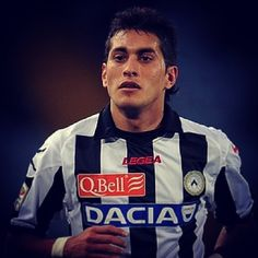 UFFICIALE: La #Juventus mette a segno un altro colpo: arriva #Pereyra dall'#Udinese per rinforzare il centrocampo! // OFFICIAL: Juventus sign Pereyra from Udinese to reinforce their midfield line! Football Transfers, Instagram Posts, Sports, Tops, Hs Sports, Sport