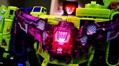 go90 | Transformers: Combiner Wars | Combiner Wars in stop motion – Windblade vs. Devastator