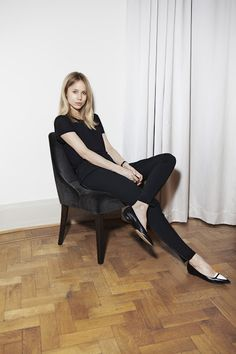 all black, simple jeans, t-shirt, leather ballerinas - outfit - Elin Kling