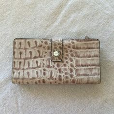 Lodis Lodis Gray Alligator Embossed Leather Wallet Beautiful! $30 shipped