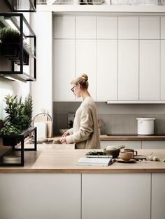 Kitchen from Marbodal Emma at White Kitchen Ideas Emma Kitchen Marbodal Interior Desing, Home Interior, Kitchen Interior, Interior Livingroom, Interior Colors, Interior Plants, Kitchen Furniture, Wood Furniture, Küchen Design