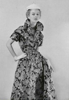 Christian dior robe à danser en satin de soie. L'officiel de la mode 1953