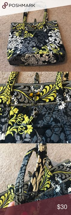 Vera Bradley Vera tore Vera Bradley Vera tote. In excellent condition, the only place where I see wear is in the straps. Retired pattern. Vera Bradley Bags Totes