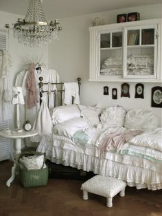 So pretty!!❤️ Shabby Chic.
