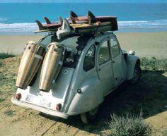 Citroën 2CV by the beach