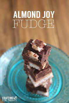 Food: Almond Joy Fudge - using only a handful of ingredients, make this tasty treat for the holidays! Yummy Treats, Delicious Desserts, Sweet Treats, Yummy Cookies, Fun Desserts, Yummy Food, Chocolate Morsels, Chocolate Desserts, Dessert Dips
