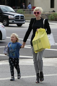 Gwen Stefani - Gwen Stefani Takes Her Kids Shopping (he's wearing NUNUNU pants)