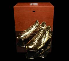 A force to reckon with on the pitch for the last 2 decades, Ronaldo Luis Nazario de Lima, or affectionally known to his fans as Ronaldo, hung up his boots Soccer Boots, Football Shoes, Football Cleats, Laws Of The Game, I Love The World, Gold Everything, Nike Soccer, Basketball, Soccer