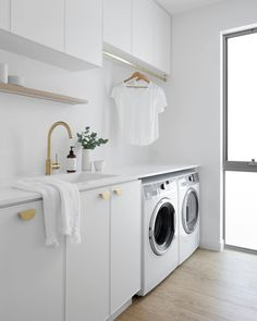 Photo shared by Design Styling Reno Tips on April 05 2020 tagging Laundry Room Shelves, Laundry Room Remodel, Bathroom Styling, Bathroom Interior Design, Design Scandinavian, Modern Laundry Rooms, Laundry Room Inspiration, Custom Kitchens, Laundry Room Design