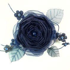 Купить Долина Сонной Розы. Брошь с цветами из ткани и натуральной кожи - тёмно-синий, синий