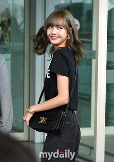 190621 — Press pictures of Lisa at Incheon Airport Korea, on her way to Paris for Celine's show . South Korean Girls, Korean Girl Groups, Golden Princess, Elle Style Awards, Vogue Korea, Blackpink Lisa, Incheon, Airport Style, Airport Fashion