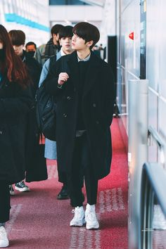 Lee Minho Stray Kids, Lee Know Stray Kids, Airport Style, Airport Fashion, Lee Min Ho, K Idols, Boyfriend Material, South Korean Boy Band, Boy Bands