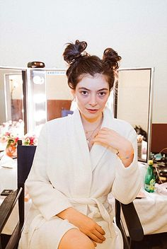 Welcome to Lorde-Daily, the source for everything about the amazing musician Ella. Lorde, Badass Women, Beautiful Mind, Vogue Magazine, Celebs, Celebrities, Teen Vogue, Editorial Photography, Photography Magazine