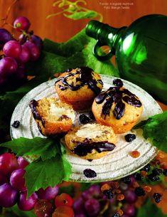 Mazsolás, túróval töltött muffin Muffin, Muffins, Cupcakes