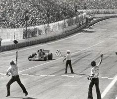 GP do Brasil de 1973 - Emerson Fittipaldi vencendo a corrida pela Lotus-Ford