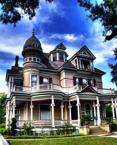 Victorian House - The Tacon-Barfield Mansion- Midtown Area of Mobile, Alabama Victorian Architecture, Beautiful Architecture, Beautiful Buildings, Beautiful Homes, Victorian Style Homes, Victorian Houses, Vintage Houses, Victorian Buildings, Victorian Era
