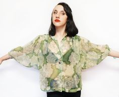 Sheer botanical jade peony blouse, 80's // Kaleidoscope cult vintage Vintage Outfits, Vintage Fashion, Peony Print, Mother Of Pearl Buttons, Batwing Sleeve, Floral Blouse, Summer Looks, Peonies, Jade
