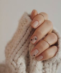 Image in Nails 💅🏻 💅🏻 collection by ‍princess Rose Star Nail Art, Star Nails, Nailart Rose, Cute Nails, My Nails, Semi Permanente, Minimalist Nails, Hair Skin Nails, Nail Inspo