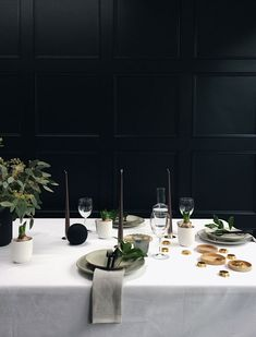 Tablescape | Table stying | Nordic Christmas | Monochrome tableware | Styling by interior stylist Tiffany Grant-Riley