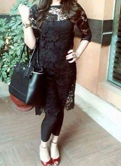 Net Dresses Pakistani, Black Pakistani Dress, Pakistani Dress Design, Modest Black Dress, Pretty Black Dresses, Simple Black Dress, Stylish Dresses For Girls, Stylish Dress Designs, Dress Neck Designs