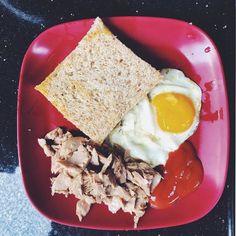today's breakfast. #vsco #vscocam #iphoneography #iphonephotography . . . #shotoniphone #snapseed #skrwt #foodporn #foodie #foodlover #breakfast #egg #tuna #bread #diet #intermittentfasting #creative by hamdiichsan