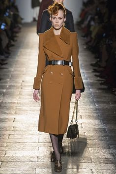 Runway #style review #MFW Fall17: Bottega Veneta's 1940's dame is anything but dated