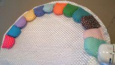 【サニーマットの作り方】絶対に完成までたどり着ける!作り方5つのポイント | ママディア Baby Crafts, Baby Quilts, Needlework, Kids Rugs, Knights, Tote Bags, Ideas, Farmhouse Rugs, Log Projects