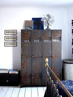 Oude lockers |  Vintage lockers are so proper for industrial homes. Get your one and take advantage of the space to storage whatever you need.  | Find more Vintage Industrial Style Interior Designs at www.vintageindustrialstyle.com
