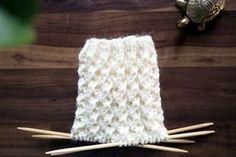 Tästä jutusta löydät erilaisia ohjeita, joilla voit neuloa tavallista koristeellisempaa joustinneuletta suljettuna neuleena. Joustimet sopivat esimerkiksi villasukan varteen. Kaikki neule-esimerkit on neulottu samalla langalla ja samoilla puikoilla, jotta niiden ilmettä on helppo vertailla keskenään. Love Knitting Patterns, Diy Crochet And Knitting, Crochet Chart, Knitting Socks, Knitting Stitches, Knitted Hats, Hobbies And Crafts, Diy And Crafts, Handicraft