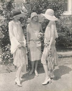 beautiful fashion models, 1926 - photo by Edward Steichen for Vogue.Three beautiful fashion models, 1926 - photo by Edward Steichen for Vogue. Moda Vintage, Vintage Vogue, Vintage Ladies, Vintage Fashion, Victorian Fashion, Fashion 1920s, High Fashion, Gothic Fashion, Spring Fashion